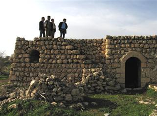 İsa Bakır'ın Evinin Damından Köyü Seyrediyoruz