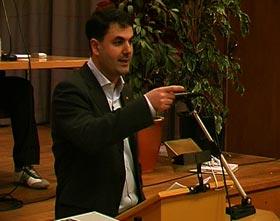 Baylan İsveç Meclisi'nde Konuşurken