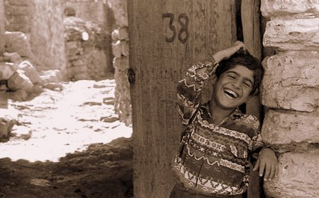 Bakısyan Köyünde Gülen Bir Çocuk