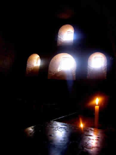 Manastırın İçindeki Gizemli Atmosfer