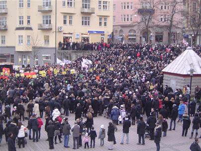 Protestocular Miting Alanına Toplanırken