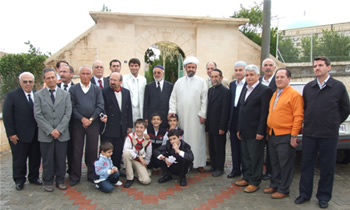 Süryaniler Seyh Fethullah'ın Mezarını Ziyaret Ederken
